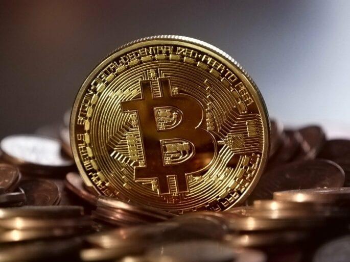 Okul ücreti ödemesi için kripto para görseli